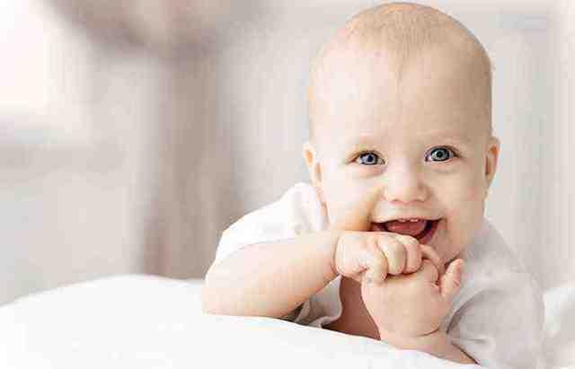 Развитие ребенка от рождения до года: рост и рефлексы по месяцам
