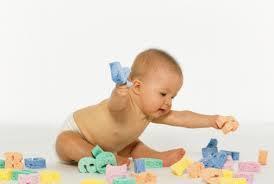 Психомоторное развитие ребенка до года: на какие нормы ориентироваться