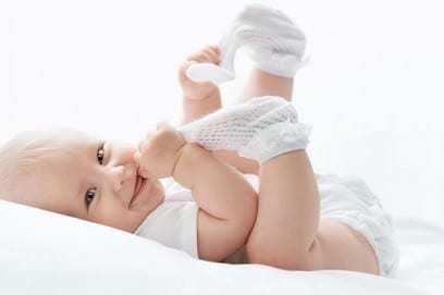 4 5 месяца ребенку: как проходит физическое и психическое развитие малыша